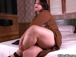 cougar housewife latina mature milf mom