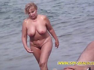 amateur ass babe bbw beach cfnm