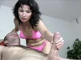 Bikini brünette Handjob Massage reife MILF