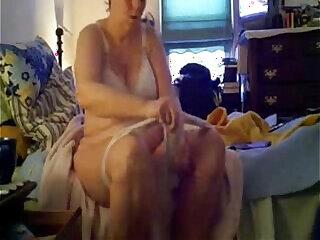 amateur hidden cams mature mom nude shower